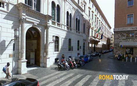 ufficio postale roma san silvestro esplosione alle poste di piazza san silvestro
