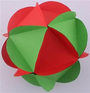 Boule De Noel A Fabriquer : boule de no l en papier d co no l fabriquer ~ Nature-et-papiers.com Idées de Décoration