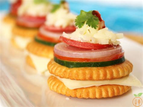 canape biscuit biscuit topping