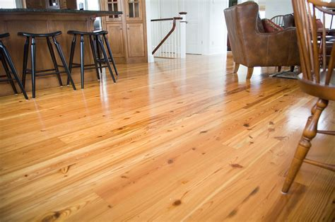 Pine Wood Dining Room Flooring is Still Attractive Despite