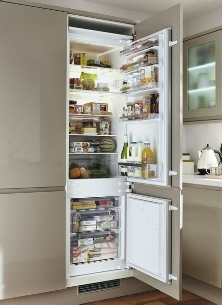 Bosch Fridge Freezer: Integrated 70/30   Howdens Joinery
