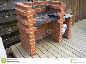 la maison faite a construit le barbecue de brique photo With barbecue fait maison brique
