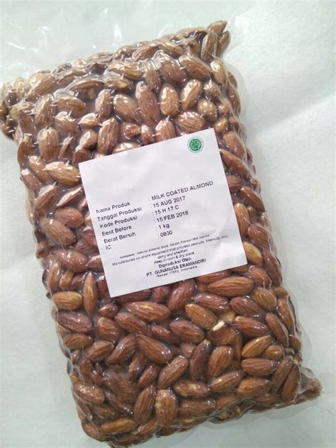 farmer roasted milk coated kacang almond panggang oven 1000 gr jual makanan diet