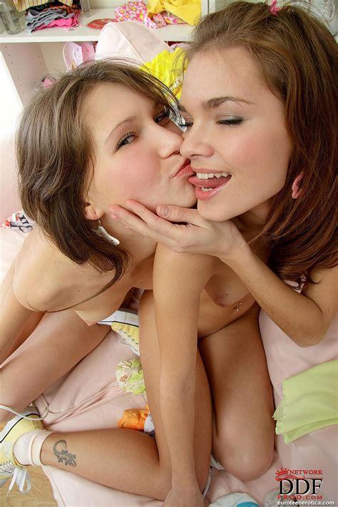 lesbian im freien strap on anybunny