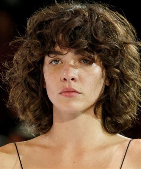 cool girls  curly bangs  effortlessly wearable