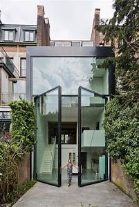Size matters large pivot doors know how to stand out for Attractive maison avec bow window 1 size matters large pivot doors know how to stand out