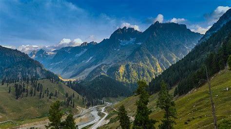 himalayas mountain range himalayan mountain range during summer himalayas