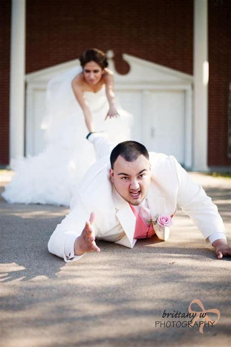 funny wedding pose fun wedding  funny wedding