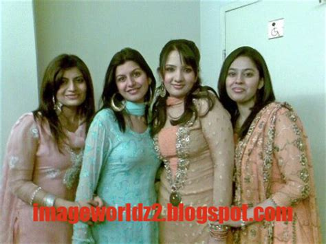 Indian Girls Mobile Relationship Possible With Desi