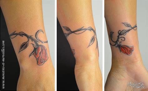 tatouage poignet femme fleur de cerisier acidcruetattoo