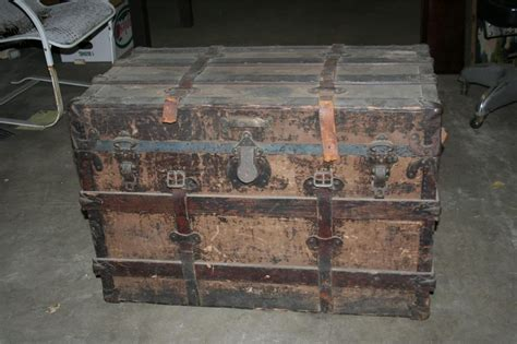 ~ Antique Steamer Trunk Wooden Chest Flat Top Coffee Table 32 X 19 X 21 1/2