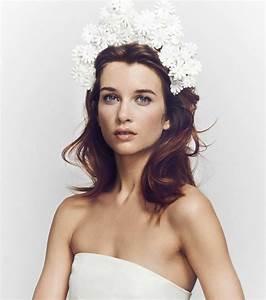 Couronne Fleur Cheveux Mariage : photo coiffures mariage cheveux mi longs couronne de fleurs ~ Melissatoandfro.com Idées de Décoration