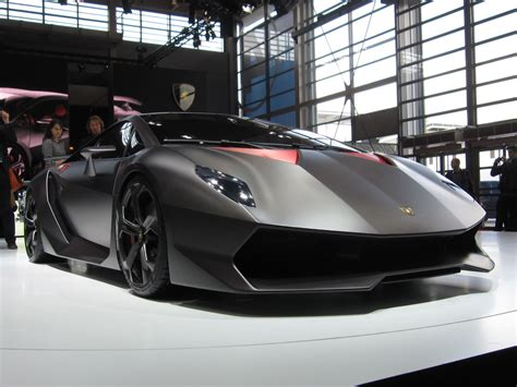 lamborghini   build cars  carbon fiber