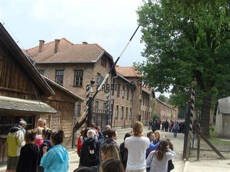 scritta ingresso auschwitz ingresso co di concentramento di auschwitz con la