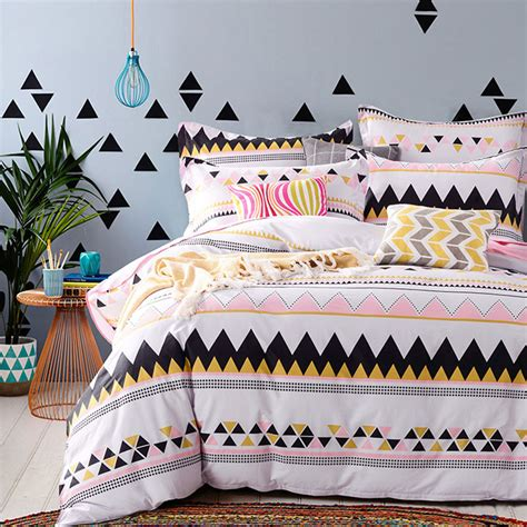 offbeat white cotton bedding set
