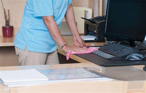 nettoyage bureau 5 astuces pour avoir au bureau impeccable grâce au