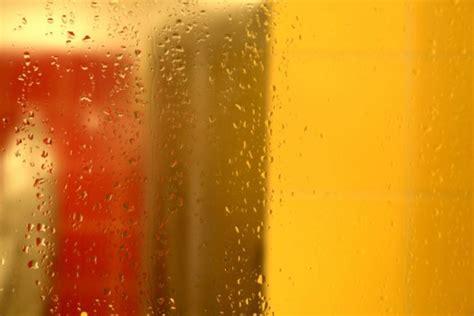 membersihkan jamur  kaca pintu kamar mandi ghp