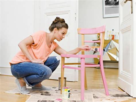 comment peindre une chaise en bois comment renover des chaises en bois tuto chaises