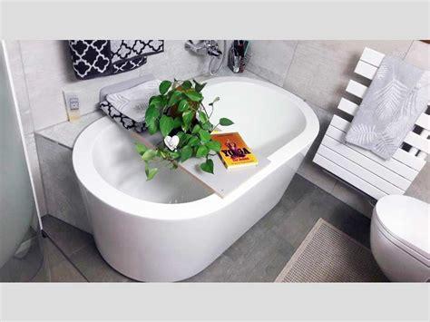 Kleine Bäder Mit Badewanne by Kleines Badezimmer Mit Der Freistehenden Badewanne Almeria 149