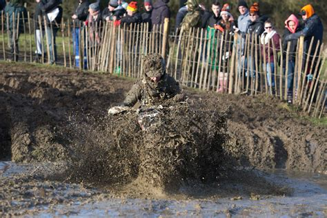 lee leaps   lap win  wild  woolly motohead