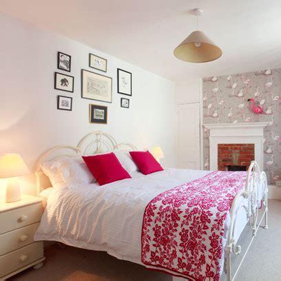 bedroom wallpaper decorating ideas red
