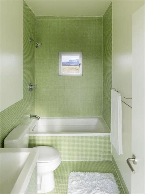 Kleine Badezimmer Mit Badewanne by Kleines Badezimmer Mit Gr 252 Nen Fliesen Und Kleine Badewanne