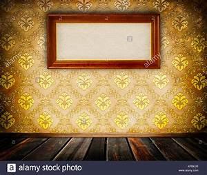 Papier Peint Fleuri Vintage : mur avec vintage papier peint fleuri et ancien cadre en bois pour la conception banque d 39 images ~ Melissatoandfro.com Idées de Décoration