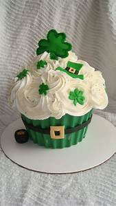 St Patrick's Day Giant Cupcake Cake - CakeCentral com