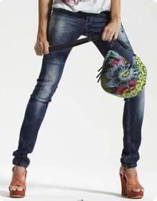 10 jeans canons pour sublimer sa silhouette le blog With affiche chambre bébé avec boots brodées fleurs