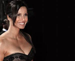 Oops! Padma nearly bursts out of her dress | Bollywood-Stop