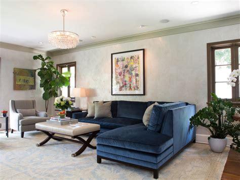 canape bleu marine 12 superbes idées déco avec un canapé bleu dans le salon