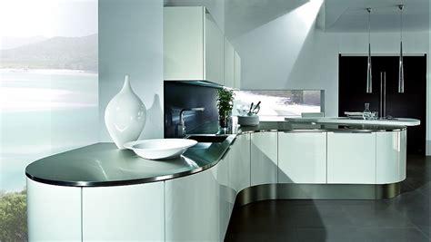 Gerundete L-form Küche In Weiß Mit Theke
