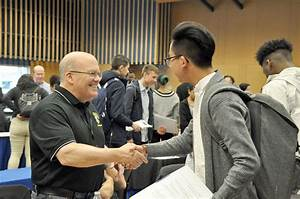 YES Network hosts job fair for Federal Way students ...