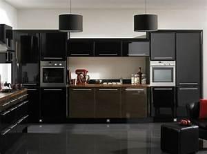 Meuble Cuisine Noir : cuisine noir et bois un agencement harmonieux ~ Teatrodelosmanantiales.com Idées de Décoration
