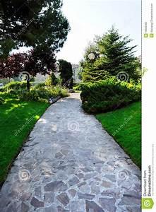 chemin en pierre de jardin au stationnement photographie With chemin de jardin en pierre