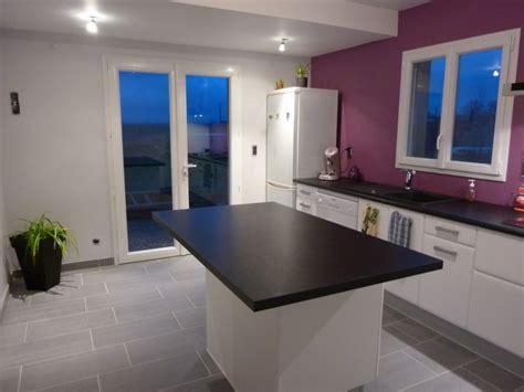 mur cuisine aubergine déco de la cuisine vous m 39 aidez