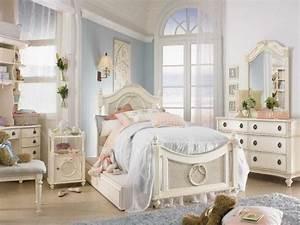 Chambre Shabby Chic : d co chambre shabby chic grand lit peluches fleurs tapis en gris ~ Preciouscoupons.com Idées de Décoration