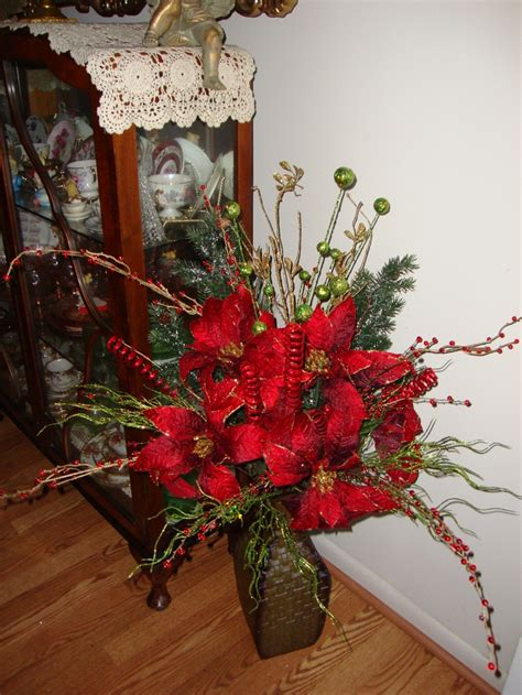 christmas arrangments 13 best images about holiday floral on pinterest floral arrangements christmas trees and red