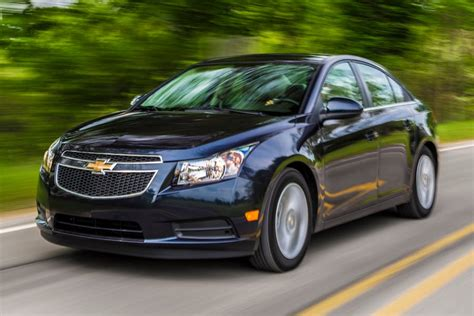 2014 chevrolet cruze overview cars