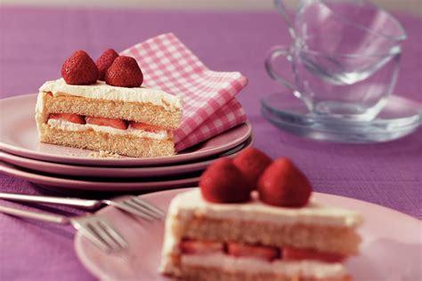 yoghurtroomtaart met limoen en aardbeien recept allerhande albert heijn