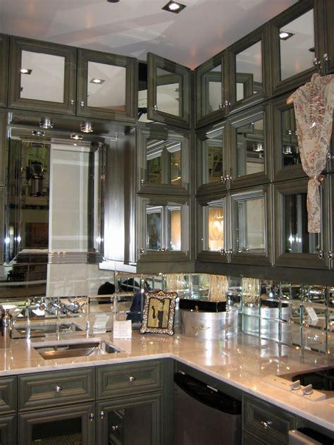 mirrored glass kitchen cabinets 25 best mirrored backsplashes images on pinterest