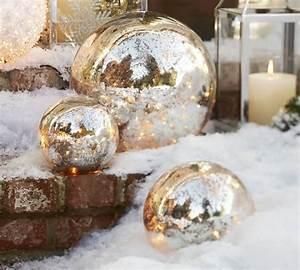 Boule Decorative Extérieure : d coration de no l ext rieur boules de no l dans le jardin ~ Teatrodelosmanantiales.com Idées de Décoration