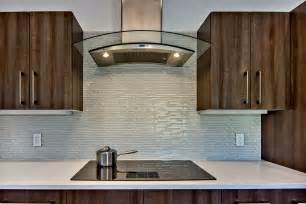 lovely glass backsplash for kitchen the important design element mykitcheninterior - Glass Backsplash In Kitchen