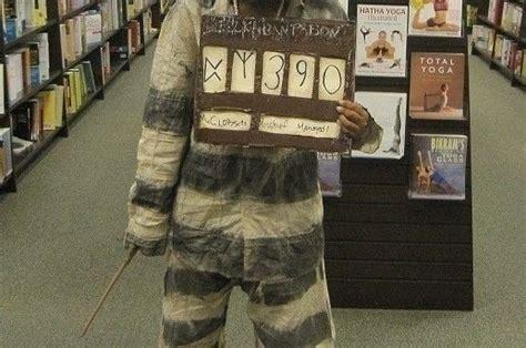sirius black prisoner sign     costume spray
