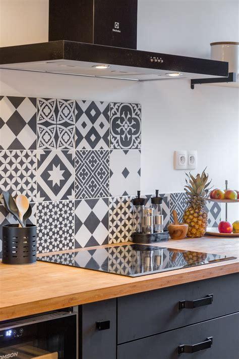 une credence de cuisine optez pour une crédence de cuisine décorative pour donner