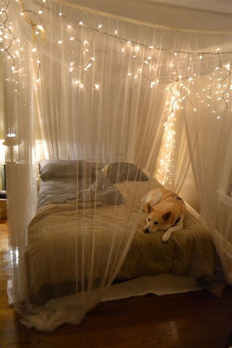 canapé lits rustic bedroom design with hanging white string