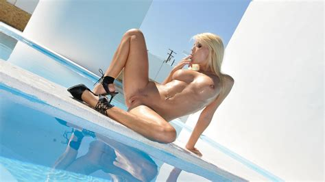Jana Cova Hot Blonde Model Wet And Sexy During A Erotic Photoshoot Wallpaper X Nude