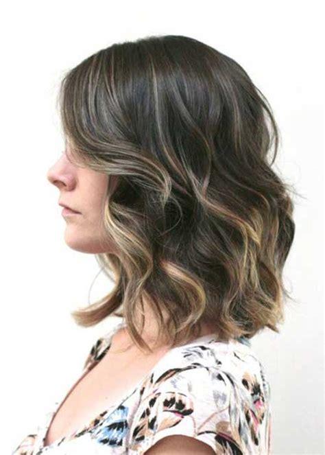 short  medium hairstyles  wavy hair short