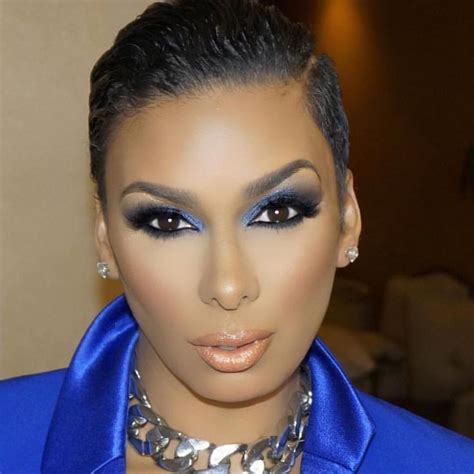 laura govan  instagram inreallife give  face