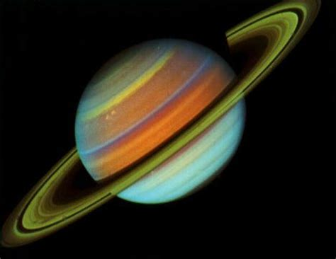 saturn colors a closer look at saturn s rings